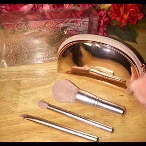 MAC Snow Ball Brush Kit/Mini Brush Bag